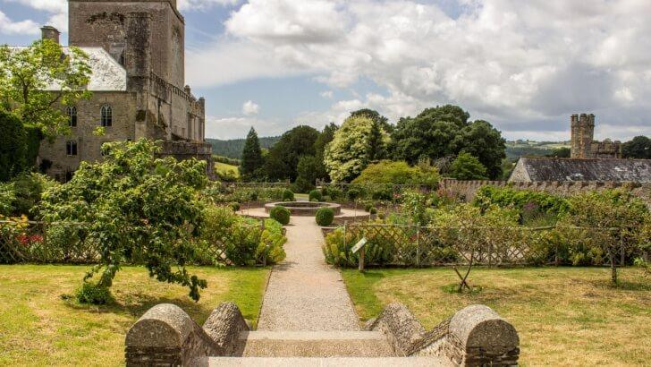 Ogród angielski czy francuski